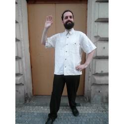 Béžová košile pro Bavora